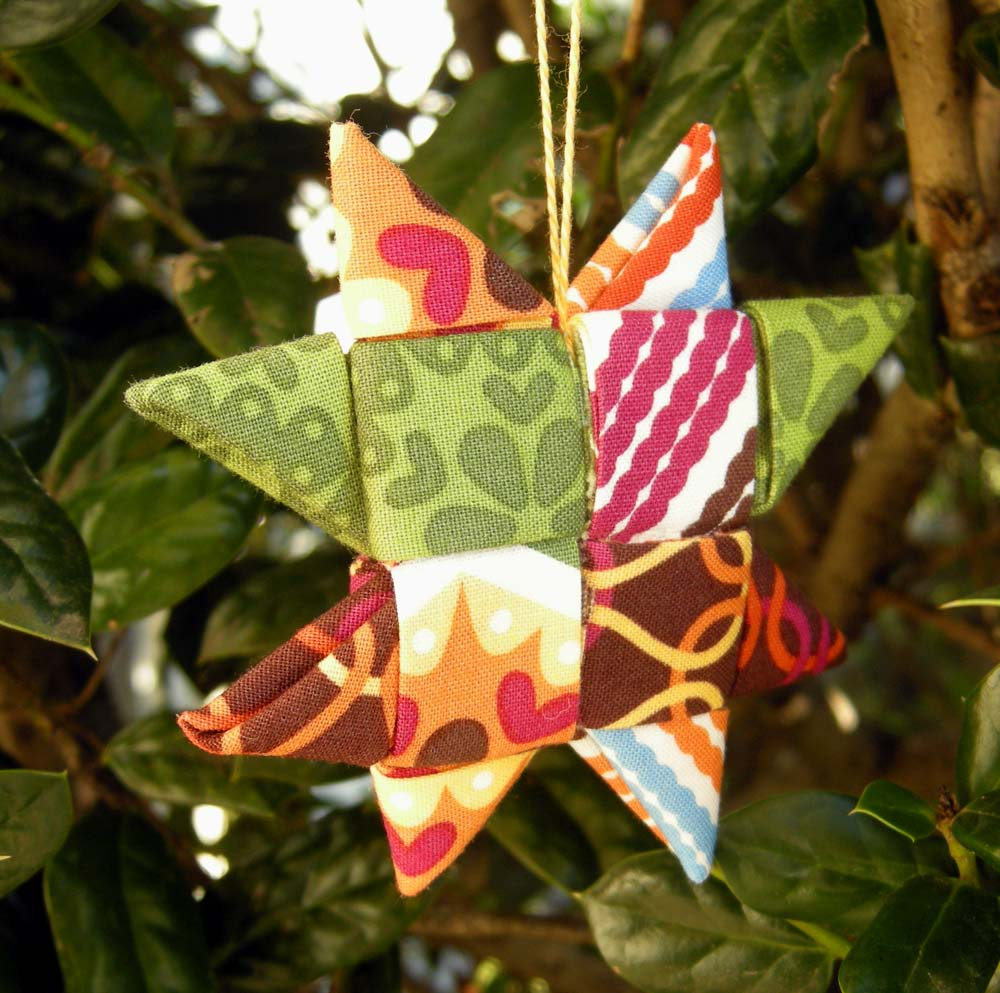 Folded fabric christmas ornaments patterns - Fabric Star Ornament Tutorial
