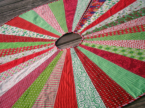 Pinwheel Quilted Tree Skirt