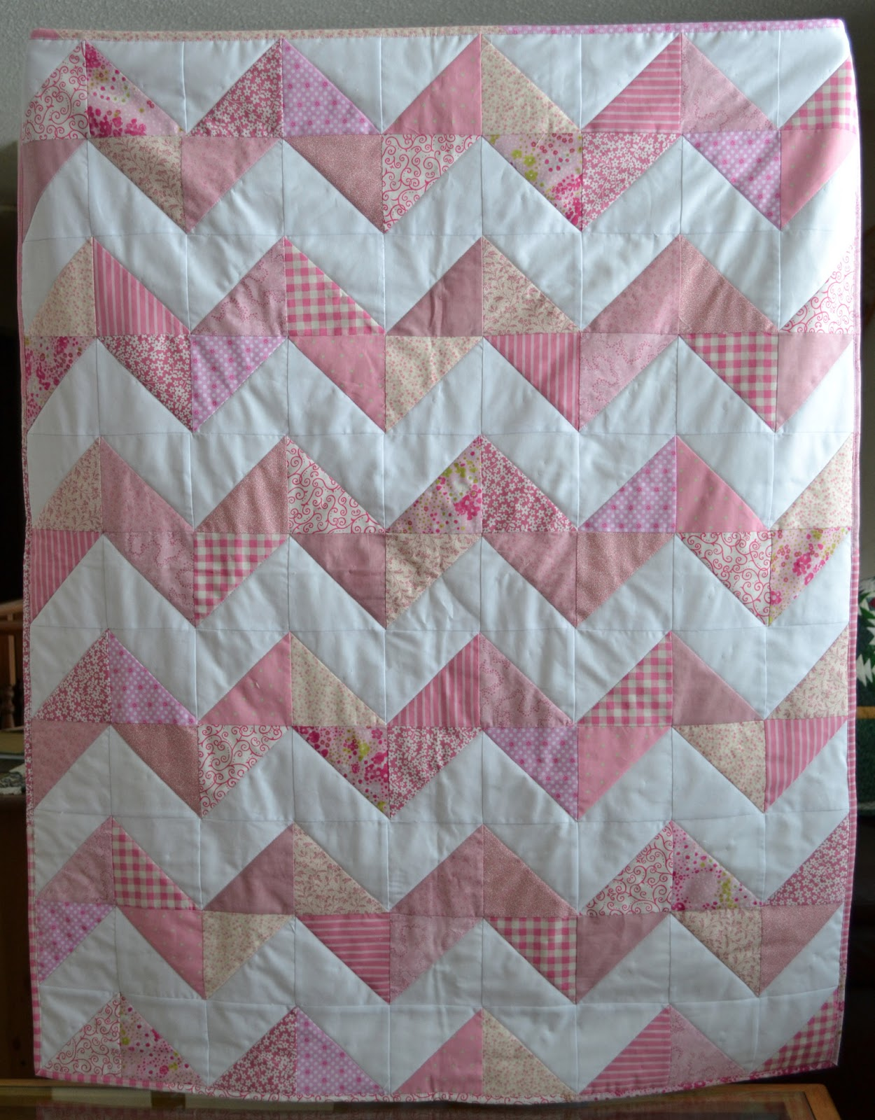 The Cutest Quilt Patterns: Chevron Edition - Seams And Scissors : chevron quilt - Adamdwight.com
