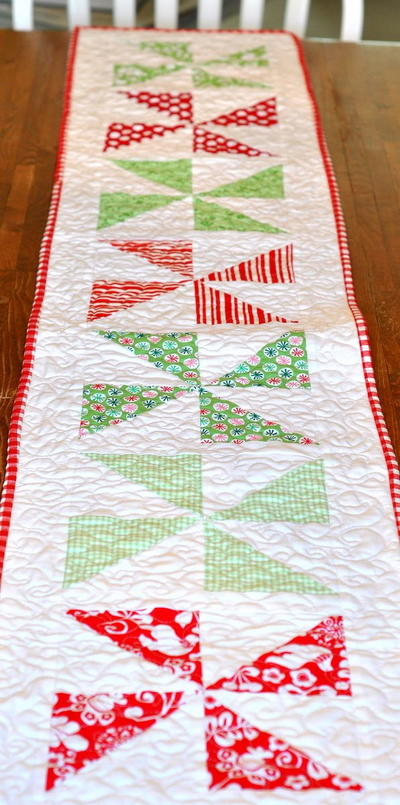 Christmas Pinwheel Table Runner
