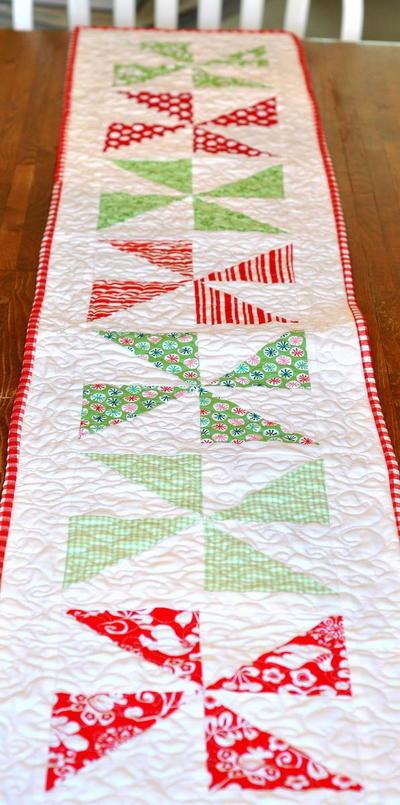 Christmas Pinwheel Table Runner