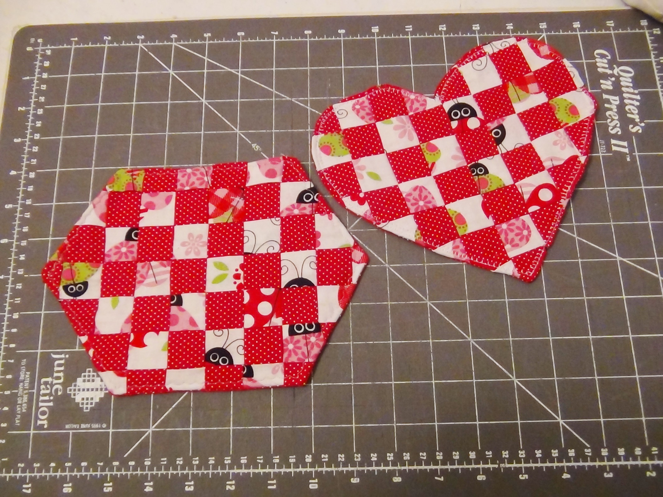 Sew In Love Mug Rug Pattern for Valentine\'s Day - Seams And Scissors