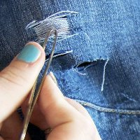 How to Distress Jeans with Scissors and Tweezers