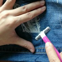 how to distess jeans razor Rock and Roll Style: How to Distress Jeans