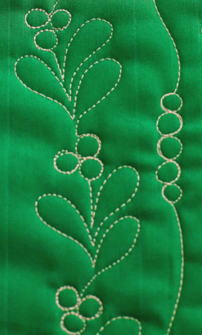 Mistletoe-and-Berries-Quilting-Design